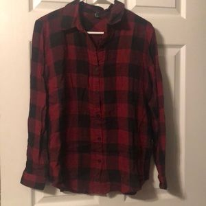 Red and black buffalo plaid button down shirt S